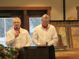 Steve Bowron, left, and Gary Schindler spoke during a fundraiser for the Albert Lea Art Center Friday night at Wedgewood Cove Golf Club.