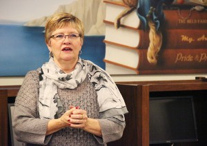 Cindy Fjermestad, president of the Albert Lea Friends of the Library, speaks Sunday during the unveiling of the new mural in the nonfiction library of the Albert Lea Public Library.