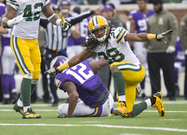 Green Bay's Tramon Williams signals an incomplete pass after knocking down a pass intended for Charles Johnson of Minnesota. – Colleen Harrison/Albert Lea Tribune