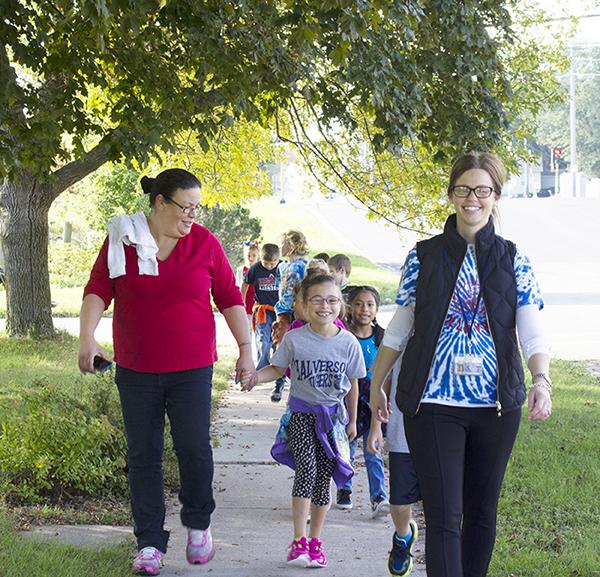 Second-grade teacher Jenna Hegwood leads her class down Margaretha Avenue Friday morning.—Sam Wilmes/Albert Lea Tribune