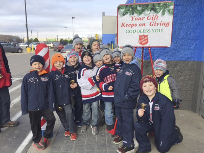 Recently the C Squirt traveling hockey team took time out of their busy schedule to serve the community and spread some good will. Provided