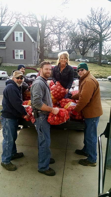 POET employees Josh Kermes, Dustin Boyer, Rod Petersn, David DeVries and Jenni Hanna load potatoes and onions to be donated. Provided